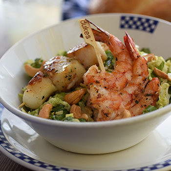 Shrimp and scallops salad with cashew nuts